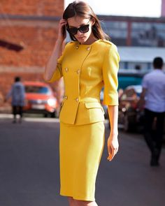 Kostume in 2020 Suit Fashion, Fashion Dresses, Womens Fashion, Office Fashion, Work Fashion, Jw Moda, Suits For Women, Clothes For Women, Professional Outfits