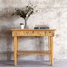 Annie Sloan's Stockists CB Upcucle in Canada painted this table using Chalk Paint® in Arles, and used the detail brushes to add hand painted floral designs along the front. A mix of warehouse-luxe and folk art!