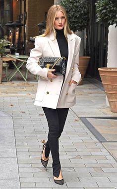 Fashion Week, Work Fashion, 90s Fashion, Fashion Looks, Fashion Outfits, Womens Fashion, London Fashion, Korean Fashion, Rosie Huntington Whiteley