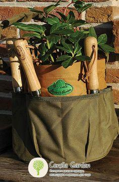 Садовая сумка для инструментов Esschert Design.Садовая сумка с множеством карманов для инструментов, садового инвентаря, веревок, перчаток и прочих рабочих принадлежностей - многофункциональный аксессуар необходимый каждому садоводу.