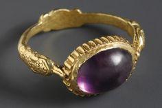 A WEDDING RING     D. 2.3 cm. W. 5.4 g Gold, amethyst  Roman, 2nd-4th cent. A.D.