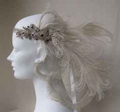 white peacock feathers are beautiful and love all the curling Wedding Headdress, Feather Headdress, Headband Hairstyles, Wedding Hairstyles, Flapper Headband, Gatsby Style, Bride Accessories, Love Hat, Flower Crown