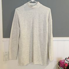 """NWOT Zara Side Slit Top Still in Great Condition! Never Worn! Size Small in an off white with some gray shading color - Approx 27"""" long from middle of top neckline to hem Zara Tops"""