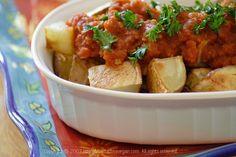 Patatas Bravas (Crisp Spanish Potatoes with Spicy Tomato Sauce) #vegan #low-fat #recipe