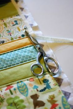 """Super sweet Baby Quilt Tutorial Includes link to cheater binding tutorial. Leave backing 1"""" bigger than front. Fold over and sew in place!"""