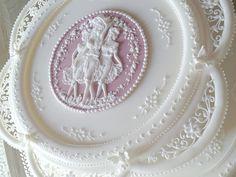 The Three Graces: cake finished... :)   Flickr: Intercambio de fotos