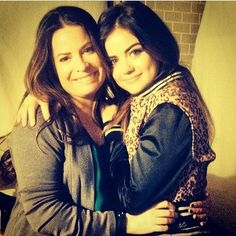 Holly Marie Combs (Ella) and Lucy Hale (Aria) on the set of Pretty Little Liars. #PLL