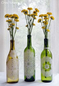 ■フラワーベース 背の高いワインなどの空き瓶に貼りつければ、可愛らしいフラワーベースの完成です。