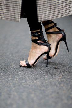 623 besten Shoes   Schuhe Bilder auf Pinterest in 2019   Beautiful ... db7a7a6fa1