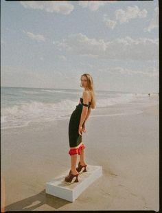 Beach editorial, summer editorial, high fashion looks, beach photography,. Photography Pics, Creative Photography, Editorial Photography, Dreamy Photography, Beach Editorial, Editorial Fashion, Summer Editorial, Strand Editorial, Beach Shoot