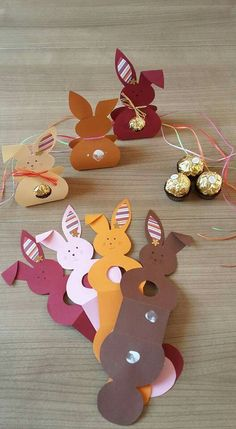 Tinker Easter bunnies made easy - 25 cute Easter bunny craft ideas - Osterhasen basteln leicht gemacht – 25 süße Osterhasen Bastelideen Katharina says … great inspiration! likes to recreate Easter DIYs and is happy about any inspiration. Bunny Crafts, Easter Crafts For Kids, Kids Diy, Easter Gift, Easter Ideas, Summer Crafts, Fall Crafts, Holiday Crafts, Easter Card