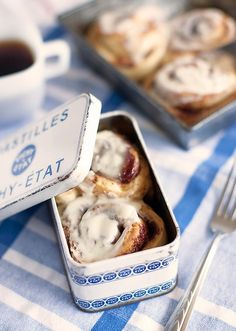cinnamon rolls in a tin