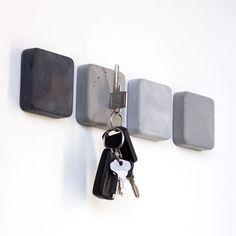 Magnetic Key Holder made of Concrete Magnetic Keyholder fro .- Magnetische Schlüsselhalter aus Beton Magnetic Keyholder from Concrete Magnetic Key Holder made of Concrete Magnetic Keyholder from Concrete - Concrete Crafts, Concrete Art, Concrete Design, Decorative Concrete, Magnetic Key Holder, Diy Key Holder, Key Holders, Magnetic Wall, New Swedish Design