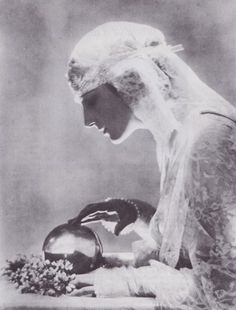 """"""" Dolores - 1919 - Photo by Baron Adolf de Meyer - 'Eager-eyed from under her bridal veil, she gazes in the fortune-telling crystal, hoping to see her dreams. Wiccan, Magick, Witchcraft, Old Photos, Vintage Photos, Look Vintage, Vintage Gypsy, Vintage Witch, Vintage Beauty"""