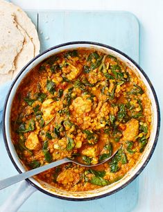 Try our healthy chicken curry recipe. This healthier curry bulks up on veg to keep the calories low. Freeze in portions for quick, midweek meals Indian Food Recipes, Asian Recipes, Healthy Recipes, Simple Recipes, Healthy Foods, Vegetarian Recipes, Tandori Chicken, Chettinad Chicken, Low Calorie Recipes