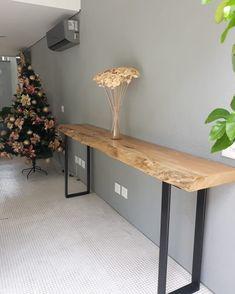 Diy Home Decor - New ideas Welded Furniture, Diy Furniture, Furniture Design, Diy Tisch, Wood Slab Table, Entrance Table, Entryway Tables, Diy Home Decor, Room Decor