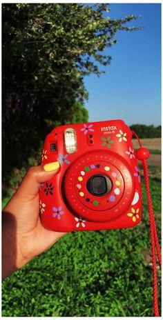 Instax Mini 8, Fujifilm Instax Mini, Polaroid Instax Mini, Instax Mini Ideas, Polaroid Camera Case, Cute Camera, Camera Art, Polaroid Pictures, Vintage Polaroid Camera