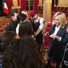 Very lucky IFM students and staff, invited by First Lady Brigitte Macron to a concert at Elysée Palace yesterday, and a privileged exchange with the President @elysee @emmanuelmacron #ifm #ifmparis #brigittemacron #firstlady #elysee @tbromet #garderepublicaine #choeurdelarmeefrancaise