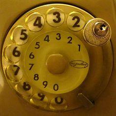 Il mitico lucchetto del telefono fisso SIP!!!! Bei tempi!!! Tutti a segnare gli scatti e poi ci si divideva la bolletta a consumo!!!