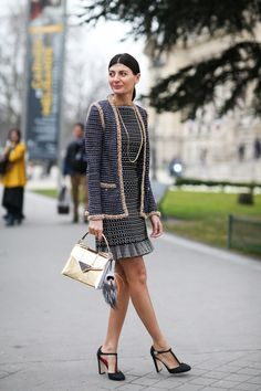 84 Outfit Ideas For Style Extroverts #refinery29  http://www.refinery29.com/2015/03/83675/paris-fashion-week-2015-street-style#slide-73  Gold chain on gold trim on a gold bag on Giovanna Battaglia.