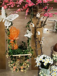 Discover recipes, home ideas, style inspiration and other ideas to try. Spring Window Display, Window Display Retail, Flower Shop Design, Visual Merchandising Displays, Store Displays, Laura Lee, Window Design, Store Design, Creations