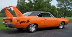 1970 Plymouth Road Runner Superbird Hemi 426 (425 hp). So obnoxiously gorgeous.