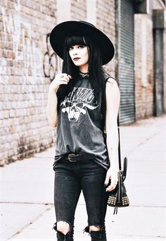 Gothic fashion 630926229027023263 - Black round hat, necklace, danzig shirt, ripped jeans & coach bag by jaglever Source by pboiselle Hipster Grunge, Estilo Hipster, Estilo Grunge, Grunge Style, Nu Goth Style, Hipster Hat, Soft Grunge, Hipster Outfits, Punk Outfits