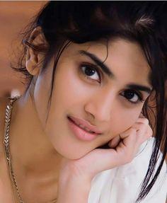 Beautiful Arab Women, Beautiful Girl Photo, Beautiful Girl Indian, Most Beautiful Indian Actress, Beautiful Actresses, Beauty Full Girl, Cute Beauty, Beauty Women, Indian Eyes