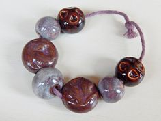 Hand-carved Set 7 big beads of stoneware and por Majoyoal en Etsy