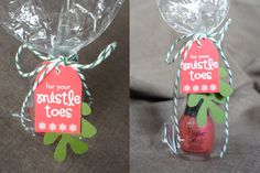 Download the free tag and green mistletoe to turn nail polish into a cute and quick gift!  thecraftingchicks.com