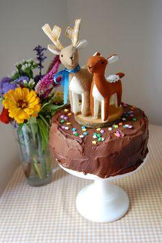Deer wedding cake topper. Too cute!