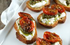 Authentic Suburban Gourmet Friday Night Bites Roasted Tomato Burrata Crostini is part of pizza - pizza Snacks Für Party, Dinner Party Recipes, Roasted Tomatoes, Appetisers, Clean Eating Snacks, Eating Habits, Appetizer Recipes, Fancy Appetizers, Canapes Recipes