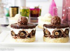 Twee hele verschillende, lekkere, luchtige en smaakvolle desserts gemaakt van: Raffaello, Ferrero Rocher, Kinder Bueno, Nutella en kokos. Het is makkelijk voor te bereiden en binnen een mum van tijd klaar.