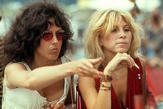Grace Slick with Sally Mann behind the stage at Woodstock - Aug 1969 -- Sally was a Jefferson Airplane 'friend' and eventually married drummer Spencer Dryden the year after Woodstock in 1970 Woodstock Hippies, Woodstock Music, Woodstock Festival, Woodstock Pictures, Rock And Roll History, Michelle Phillips, Grace Slick, Jefferson Airplane, Hippie Culture