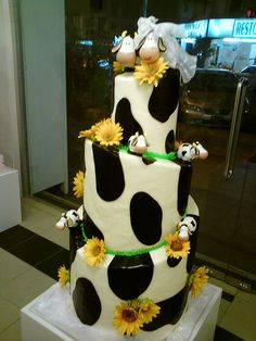 cow wedding cake
