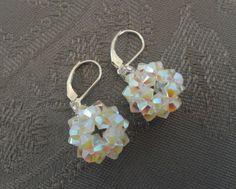 Boucles d'oreilles boules blanches nacrées en perles de cristal Swarovski : Boucles d'oreille par perles-and-pinpin