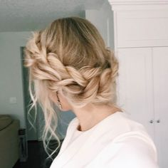 How to: Twisted Updo - I'm not sure I could do this, but wow, it's beautiful.