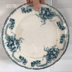 21 отметок «Нравится», 2 комментариев — Интерьерная Лавка (@naxodka_shop) в Instagram: «Винтажная тарелка Göta original, диаметр 23,5 см. Кракелюр, местами пожелтевшая, без сколов.…»