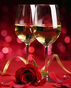 Champagne et Rose Romantic Pictures, Amazing Pictures, Live Wallpapers, Red Gold, Happy Valentines Day, Red Roses, Red Wine, Alcoholic Drinks, Happy Birthday