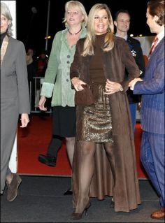 I love this long dramatic coat of our queen.  Designer: Natan   ModekoninginMaxima.nl