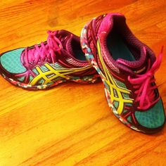 Sneakers For Girl : ASICs colorful sneakers :) Rainbow Sneakers, Colorful Sneakers, Girls Sneakers, Sporty Style, Trendy Shoes, Workout Gear, Converse Chuck Taylor, Air Jordans, Tennis