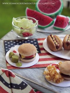 Miniature picnic / BBQ by Hummingbird Miniatures, via Flickr