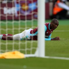 West Ham turn in another shambolic display at new home in Saints loss