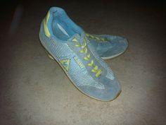 Le coq sportif lichtblauw met gele sportschoenen