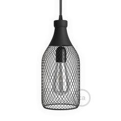 De jéroboam vorm draadframe lampenkap van zwart metaal is een uniek sieraad in uw interieur. Kies een fitting en LED uit ons assortiment. Met de trektontlaster kunt u de hoogte van de fitting instellen.