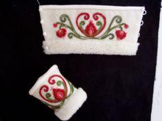 Swedish wristwarmers with wool embroideries | Muddar, yllebroderi, Marita Johansson