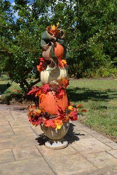 Plastic Pumpkins, Faux Pumpkins, Halloween Pumpkins, Fall Halloween, Halloween 2020, Halloween Crafts, Halloween Flowers, Halloween Ideas, Halloween Party