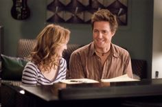 Still of Drew Barrymore and Hugh Grant in Letra y música