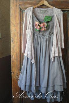MLLE ORLANE : en gris ou en écru, robe sans manche en lin et crêpe de coton Les Ours - Atelier des Ours.