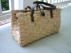 http://www.featherbaskets.com/kit%20files/Knots%20Purse%20002.jpg